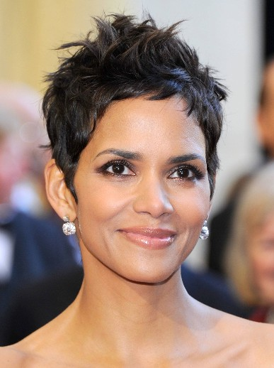Halle Berry most attractive short hairstyle : Woman Fashion ...