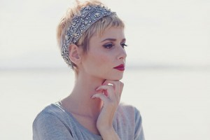 500x375px 5 Gorgeous Short Feminine Hairstyles Picture in Hair Style