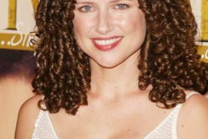 700x1047px 4 Good How To Style Medium Length Curly Hair Picture in Hair Style