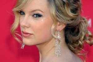 400x500px 9 Wonderful Curly Styles For Medium Length Hair Picture in Hair Style