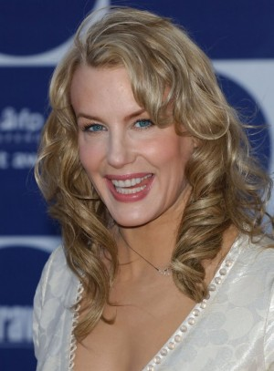 Medium Wavy Hairstyles for Women Over Age 50 : Woman Fashion ...