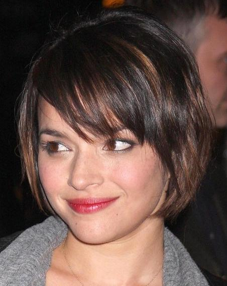 Amazing Pictures Of Short Hairstyles For Fat Round Faces Best Layered Short Hairstyles Gunalazisus