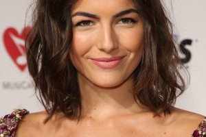 Hair Style , 9 Beautiful Medium Wavy Hair Styles : Sleek Medium Length Wavy Hairstyles