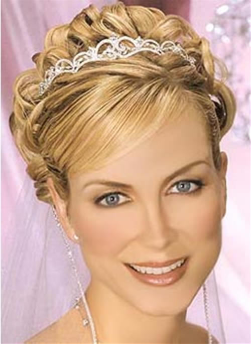 wedding hairstyles for short hair 8 beautiful bridesmaid hairstyles for short hair woman. Black Bedroom Furniture Sets. Home Design Ideas
