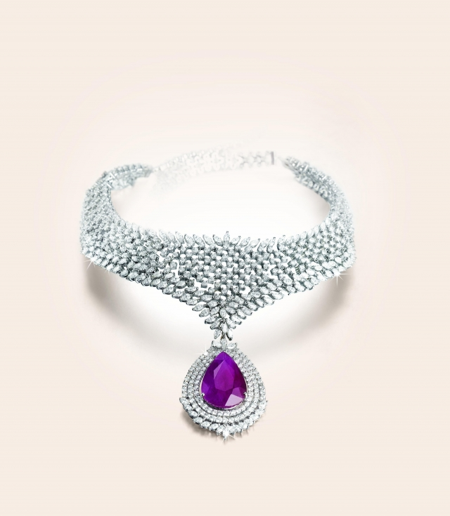 8 Gorgeous Tanishq Diamond Necklace in Fashion