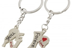 Jewelry , 8 Lovely Two Half Heart Necklaces For Couples : Half Heart Pendant Metal