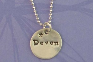 Jewelry , 9 Unique Personalized Charm Necklaces For Moms :  name necklace