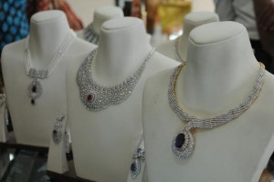 Fashion , 8 Gorgeous Tanishq Diamond Necklace : tanishq diamond necklace
