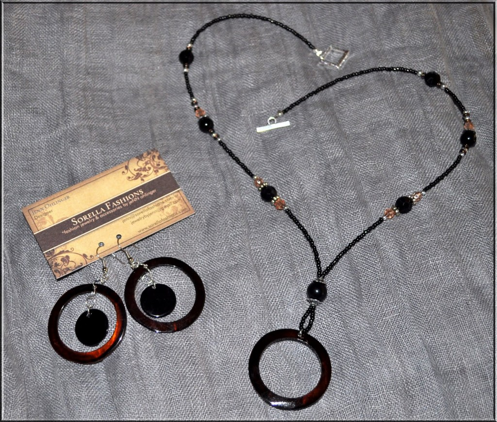 8 Wonderful Eyeglass Necklace Holder in Jewelry
