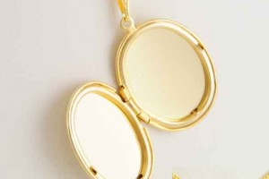 Jewelry , 8 Charming 14kt Gold Initial Necklace : Lovely Oval Locket Necklace