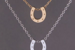 Jewelry , 8 Nice Carrie Bradshaw Horseshoe Necklace : NECKLACE YELLOW GOLD