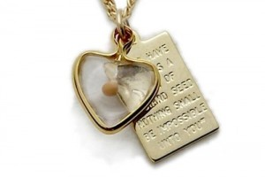 Jewelry , 8 Good 14K Nameplate Necklace : Seed Pendant Necklaces