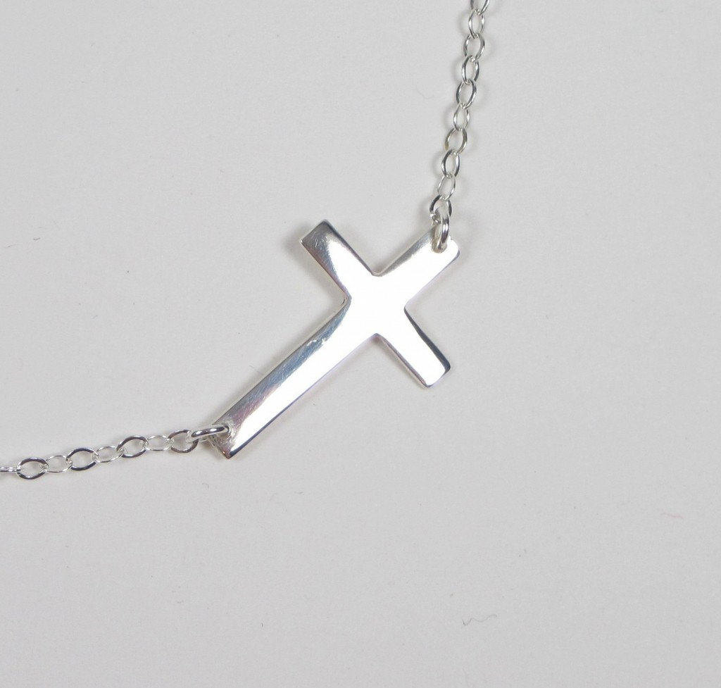 6 Best Sideways Cross Necklace Meaning in Jewelry