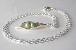 500x500px 8 Stunning Pea In The Pod Necklace Picture in Jewelry