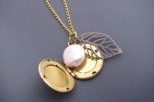 1600x1200px 7 Popular Locket Necklace With Charms Inside Picture in Jewelry
