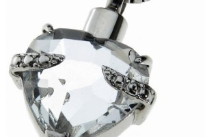 Jewelry , 8 Awesome Necklaces For Cremation Ashes :  locket necklace