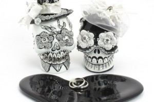 Jewelry , 8 Lovely Skull Wedding Bands : Dead Skull Cake Topper