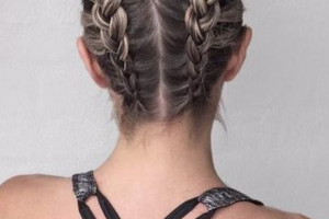 Hair Style , Sporty Hairstyle For Workout Or Go To The Gym 2020 : Sporty hairstyle workout for long hair